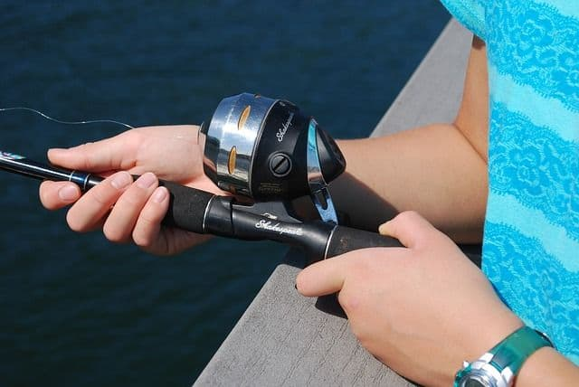 how to hold a fishing pole